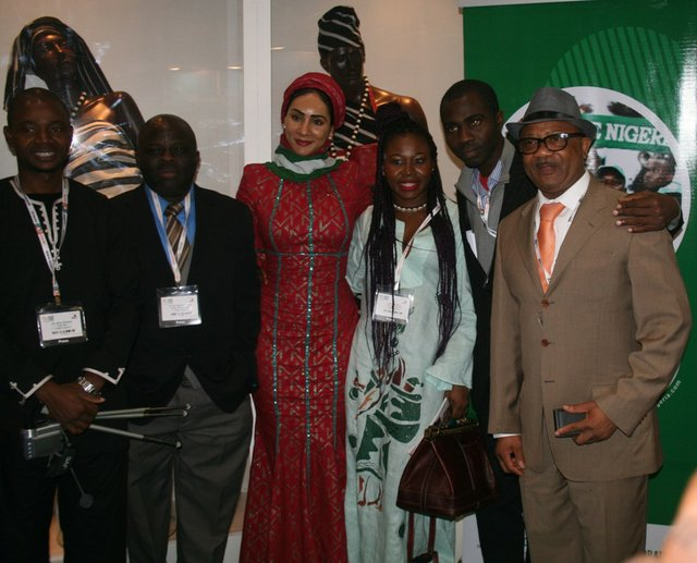In dialogue, Mrs. Sally Mbanefo with some Diaspora Nigerians and journalists.