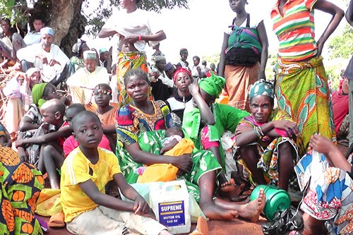 Yaloké, Central African Republic. Displaced people and host families gather at an ICRC/Central African Red Cross distribution point where they will receive corn, beans, salt and cooking oil.