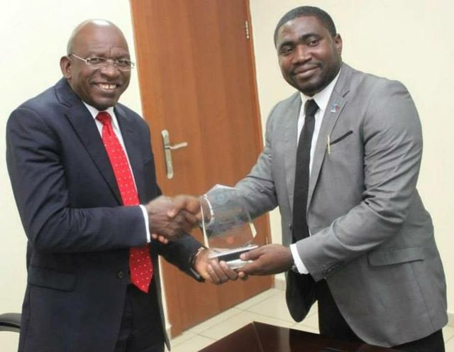 The Rotary Club of Abuja-Gwarimpa presents a Professional Service Award to Mr Roberts U. Orya, MD&CEO NEXIM Bank in recognition of his contribution to the advancement of Nigeria's Banking sector