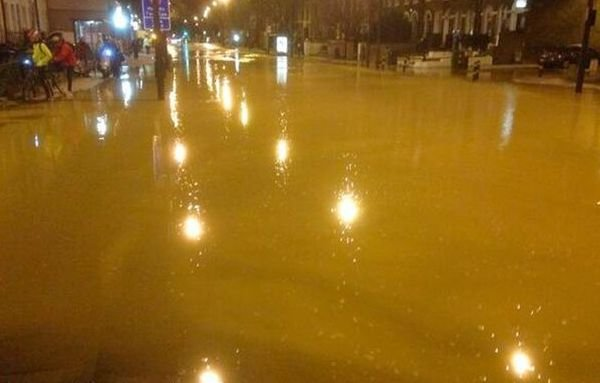 Clapham Road Kennington sewage leak