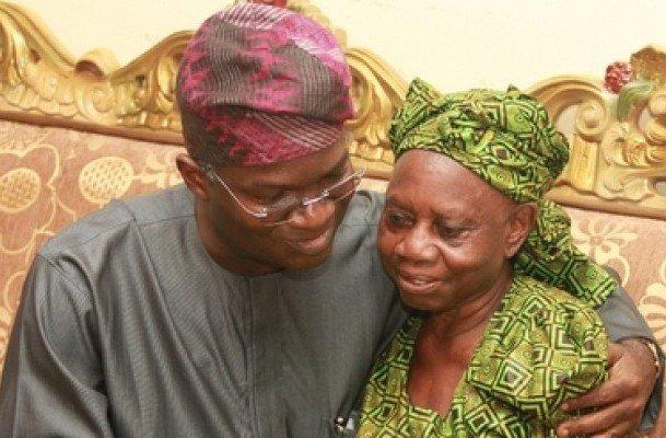 Babatunde Raji Fashola condoles Lady Doja Otedola during a visit to the Otedola family home