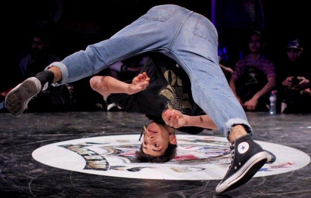 Breakdancing 1b.jpg