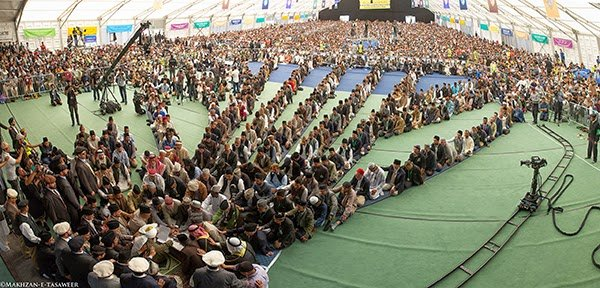 Pledge of allegiance offered by 33,000 Ahmadi Muslims in bai'at ceremony with the Khalifa