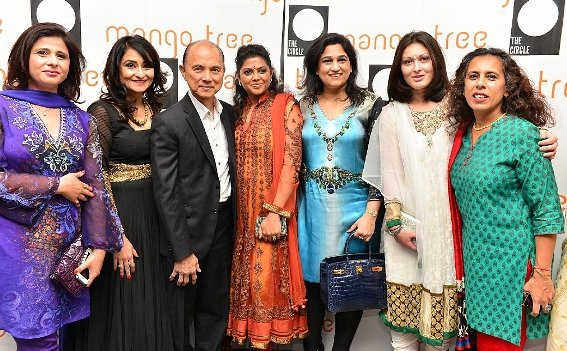 Jimmy Choo with The Asian Circle (Shailja Sharma, Pallavi Popli, Pooja Nayak, Namita Kapoor, Lucie Wierzba & Kalyani Gandhi-Rhodes)