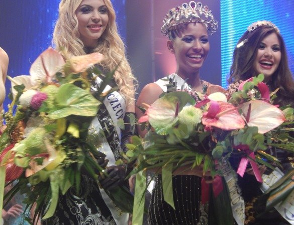 Princess of the World 2014 - Zambia's Andella Chileshe Matthews flanked by First Princess - Monika Vaculíková, Czech Republic (right); Second Princess - Daiana Ayelén Arlettaz, Argentina (left)