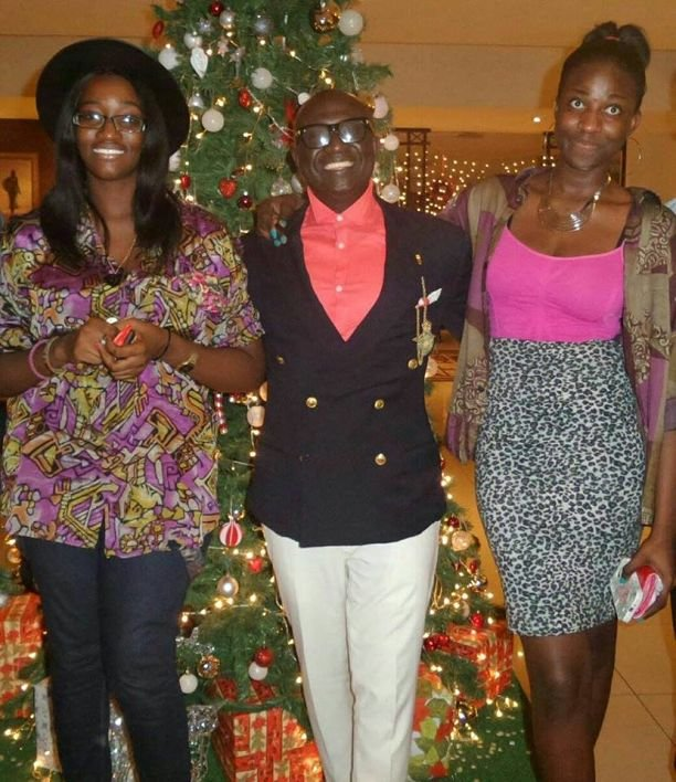 KKD flanked by Ewuraffe (right) and her cousin (left) at the hotel lobby on the evening of the incident