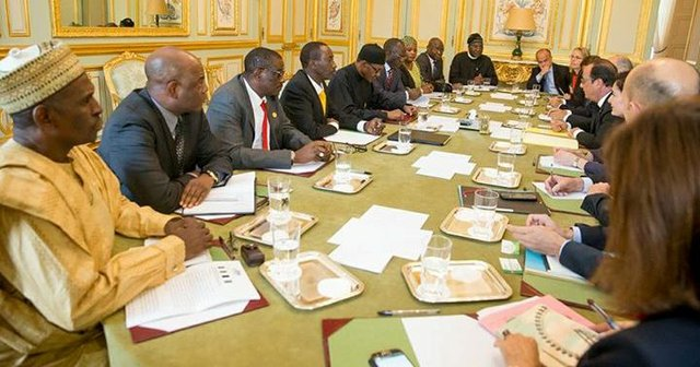 Delegates from Nigeria led by Buhari meet French officials