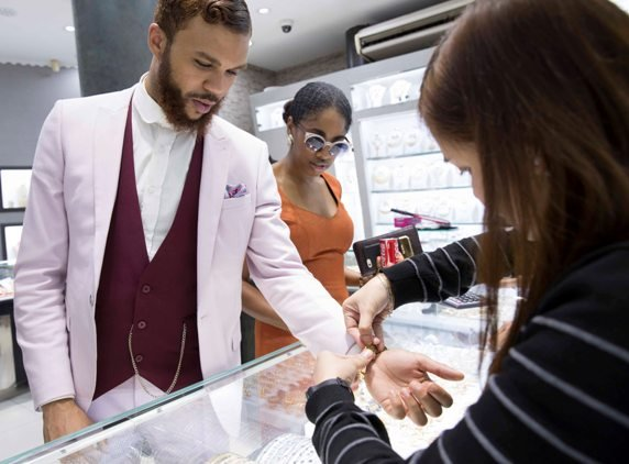 Jidenna shopping at the Gold Souqs
