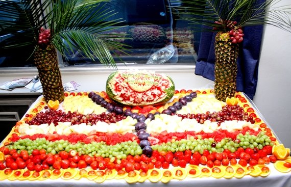 Fruit tray with a dominant 'Y' for Yanju
