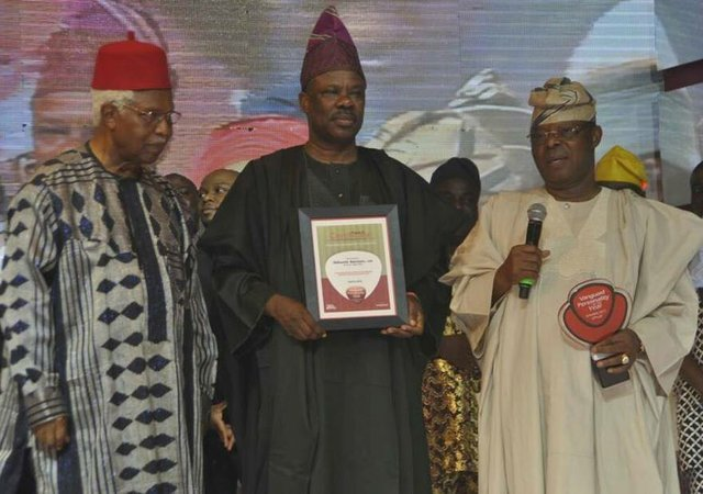 Vanguard Governor of the Year - Ibikunle Amosun flanked by Dr Alex Ekwueme and Oba Otudeko