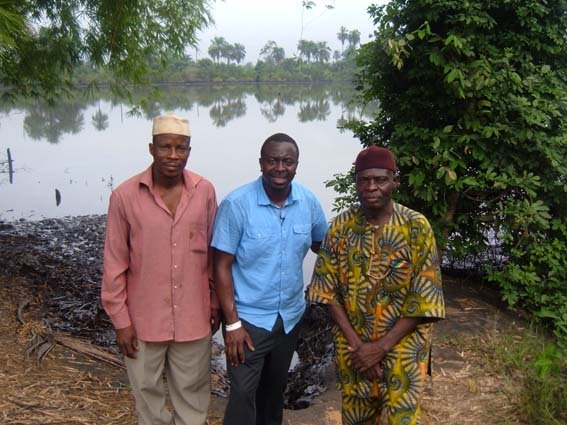 1. Ayo Johnson (middle) of Cheif Eric Bariboh Dooh (left) Chief John Bariboh Dooh (right) Goi community Gokana - Niger Delta.JPG