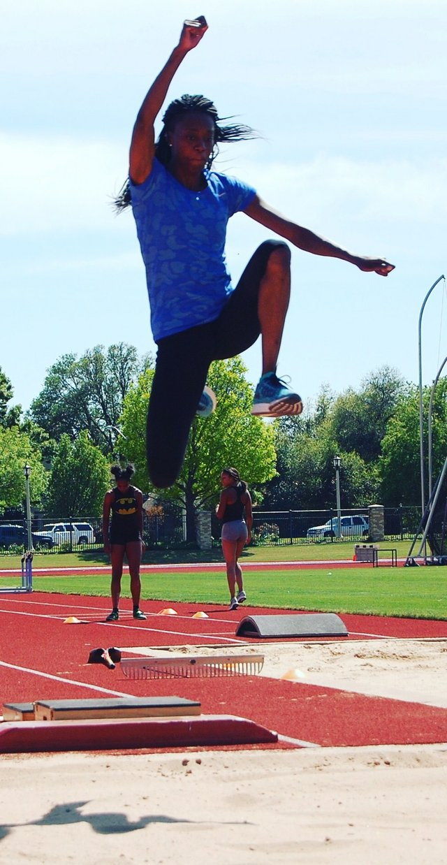 Long jumper Lorraine Ugen