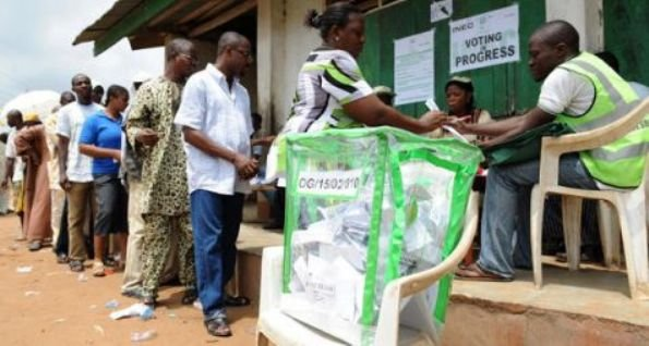 Nigerians voting at an election