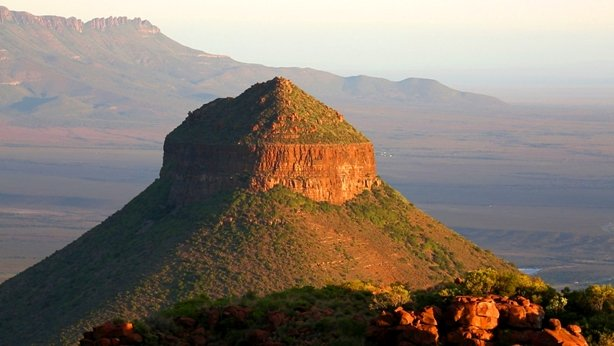 Camdeboo Nationalpark vulcano South Africa.jpg