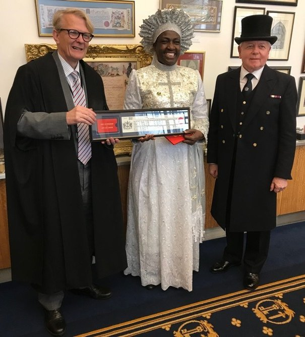 Rev Esther Ajayi flanked by Clerk of the Chamberlain's Court and the Beadle
