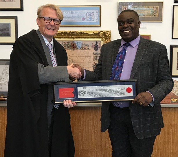 'Femi Okutubo in a warm handshake with the Clerk of the Chamberlain's Court - Craig Murray