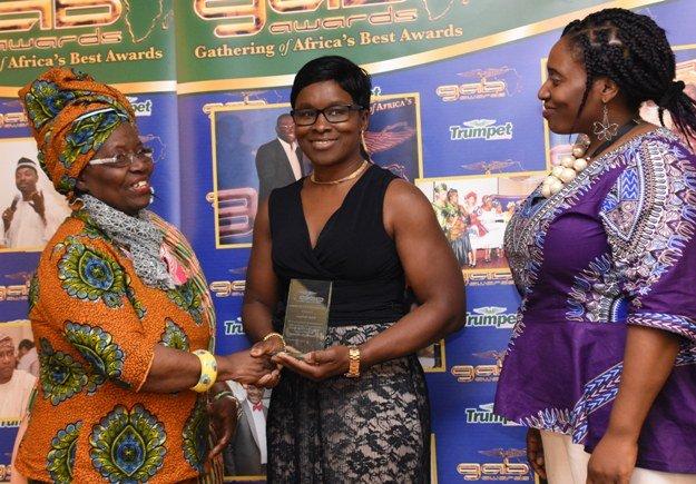 Bukola Olofinjana receives GAB Award for Excellence in Community Development from Dame Betty Asafu-Adjaye and Harriet Cofie