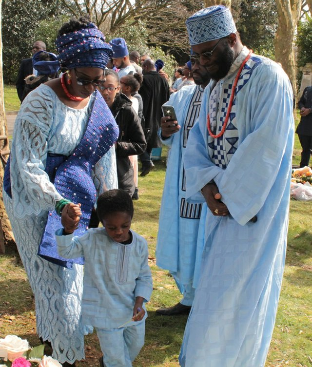 Ejiro, Peyi and Lekan Olujinmi by the grave site b.jpg
