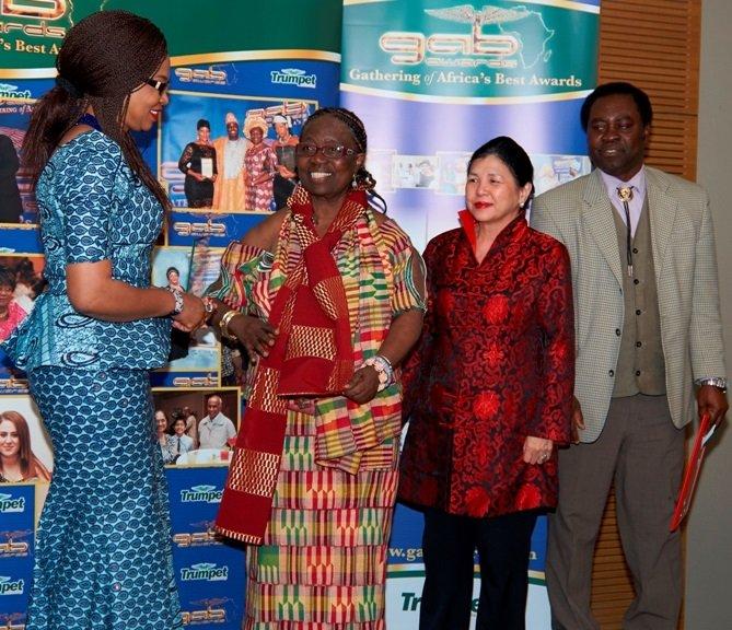 Dame Betty receiving GAB award from Cllr Sade Etti in 2016