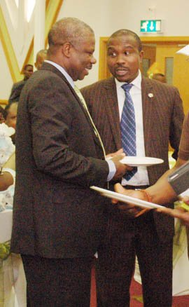 Amosun in a quick chat with his Deputy Chief of Staff.jpg