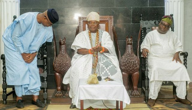 Prince Abiodun appreciating Paramount Ruler and Alake of Egbaland - HRM Oba Dr. Adedotun Aremu Gbadebo while his Campaign DG - Prince Segun Adesegun savours the moment.jpg