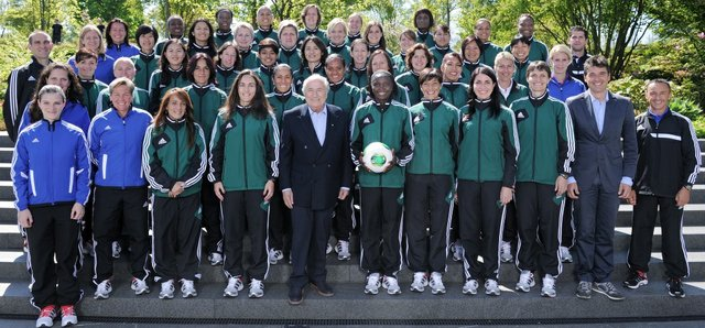 Female referees pose with Blatter