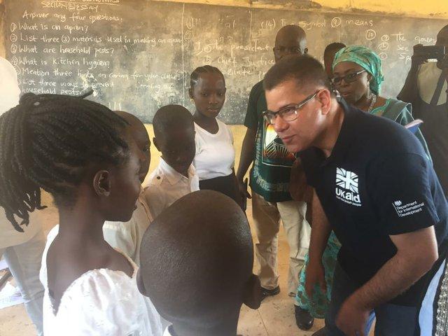 Alok Sharma visits school in Nigeria
