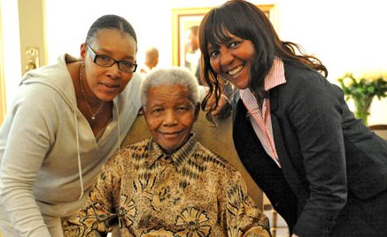 Nelson Mandela flanked by his daughters - Makaziwe (right) and Zenani (left)