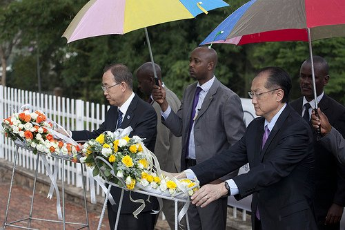 Ban Ki-moon and Jim Yong Kim laying wreaths at the Kigali Memorial Genocide Centre