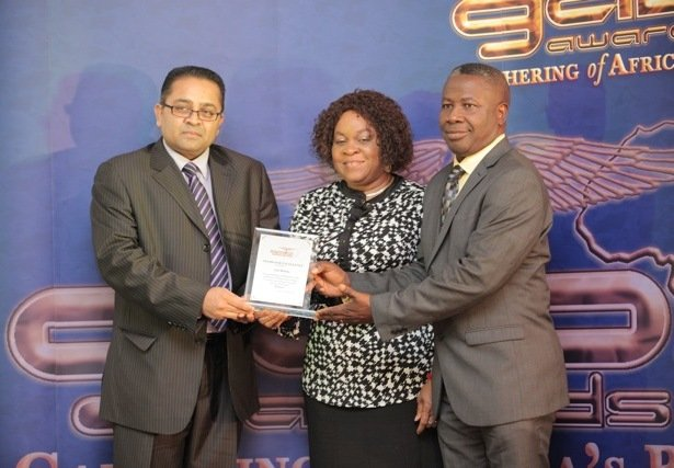 Atul Bhakta receiving his award from Mike Abiola and Golda John